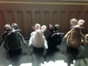 Knitted mice to be made by MHWI hobby group